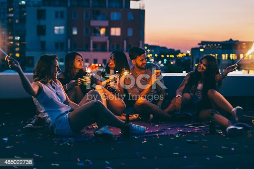 istock Best friends on a rooftop party 485022738