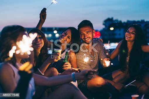 istock Best friends on a rooftop party 485377546
