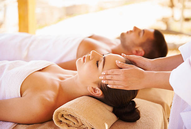 Best head massage Young couple enjoying a massage seaside massaging stock pictures, royalty-free photos & images