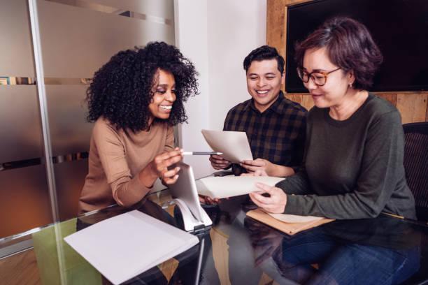 meilleur taux hypothécaires - transmission photos et images de collection