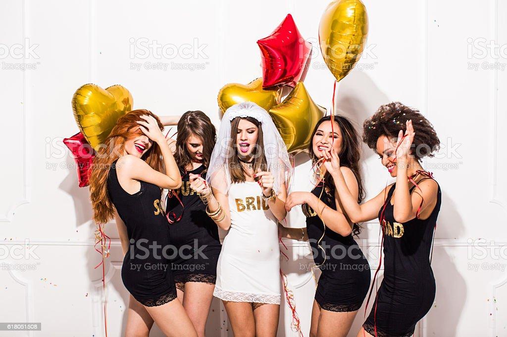 Besties divirtiéndose - foto de stock