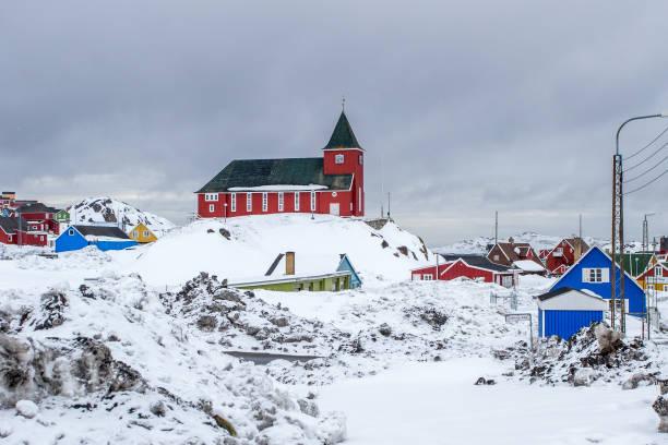 Bethel Kirche und Inuit Dorf voller Schnee, Sisimiut (Holsteinsborg), Grönland – Foto