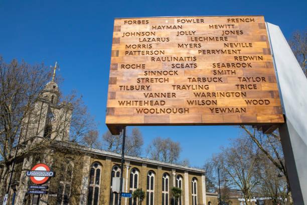 ww2 bethnal green tube disaster memorial in london - stairway to heaven englische redewendung stock-fotos und bilder
