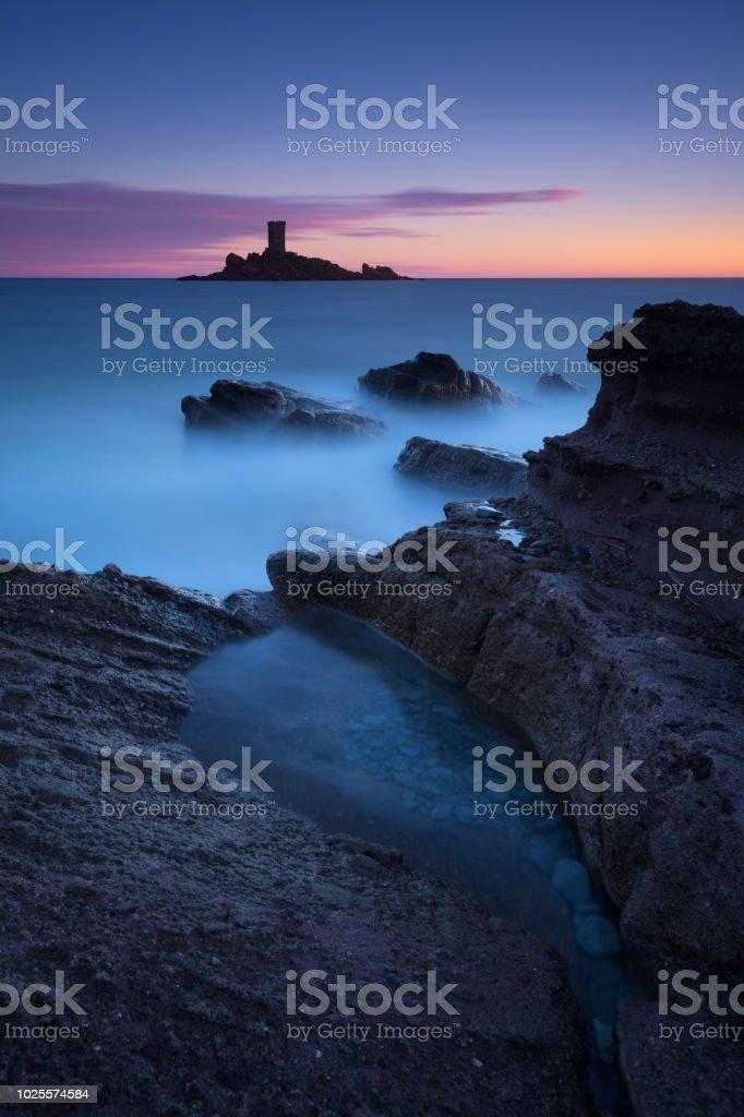 entre l'heure du coucher du soleil & bleu autour de l'ile d'or (le dramont) - Photo