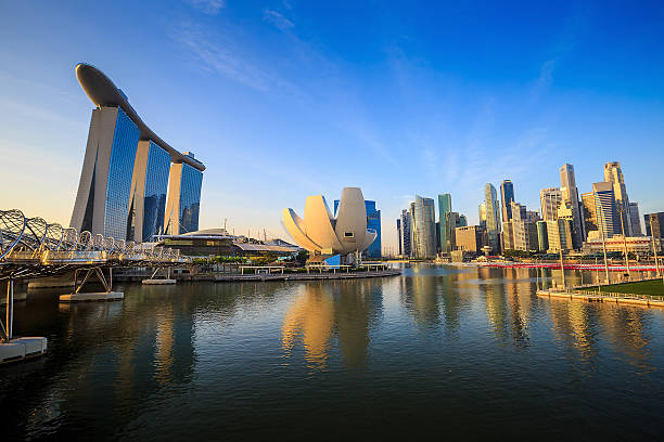 Beuatiful sunrise in the morning at Singapore Beuatiful sunrise in the morning at Singapore Marina Bay merlion fictional character stock pictures, royalty-free photos & images