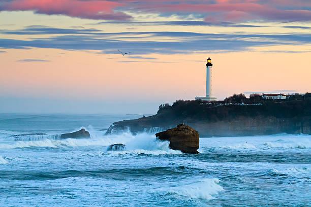 Biarritz Lighthouse en la tormenta - foto de stock