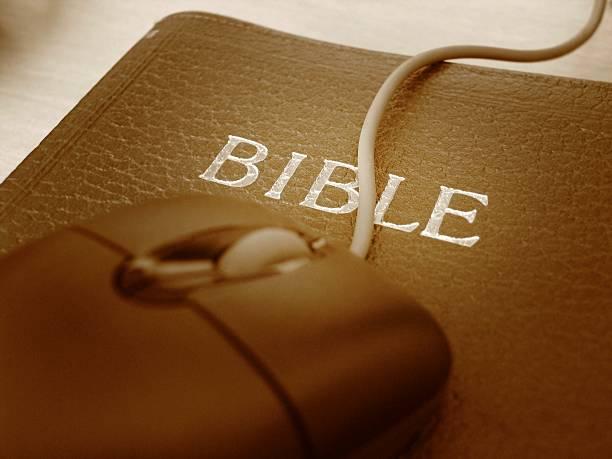 Bibel als mouse pad – Foto