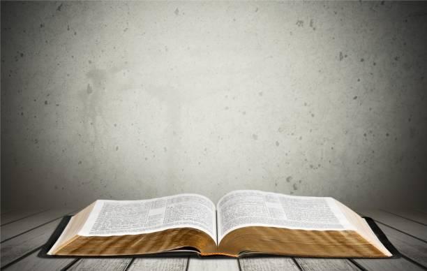 bible. - bible stock-fotos und bilder