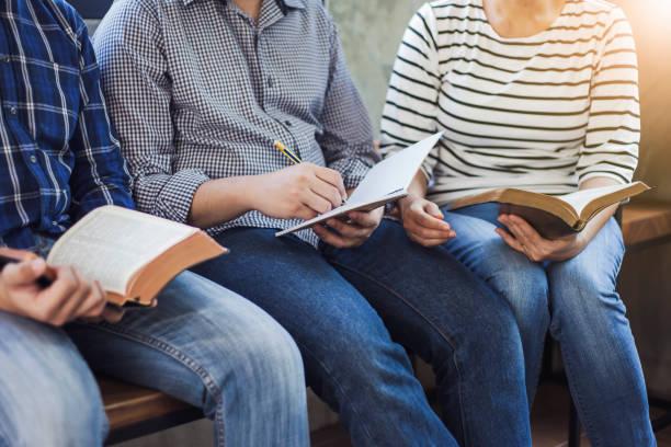 bible study group - atmosfera wydarzenia zdjęcia i obrazy z banku zdjęć