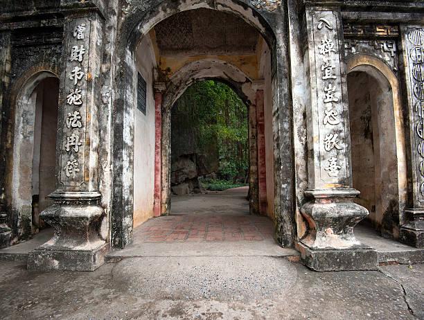 bich dong-pagode in der provinz ninh binh, vietnam - holu stock-fotos und bilder