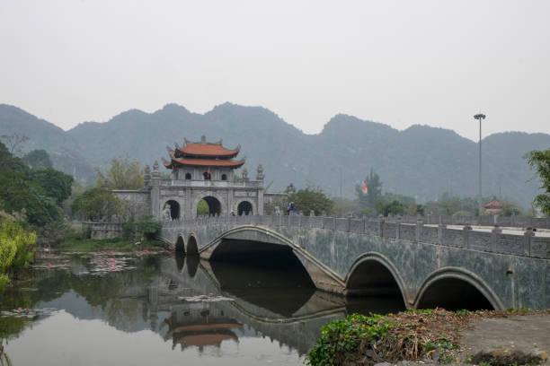 bich dong pagode - holu stock-fotos und bilder