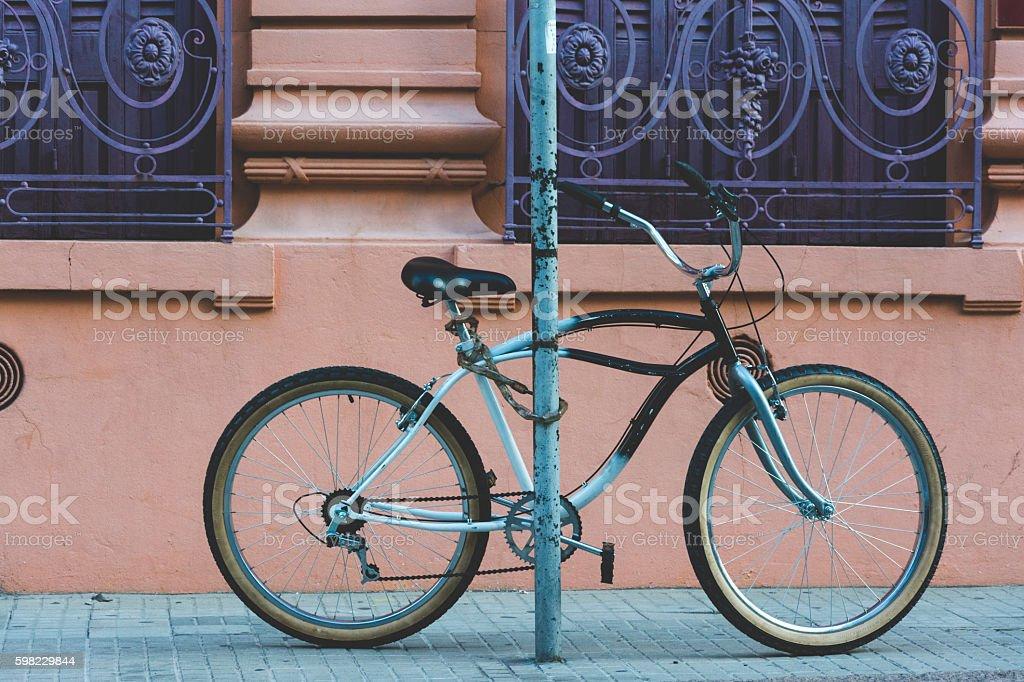 Bicicleta amarrada foto royalty-free