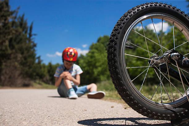 Vélo accident. concept de sécurité pour les enfants - Photo