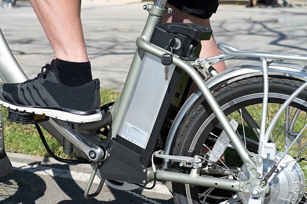 fahrrad batterie - elektrorad stock-fotos und bilder