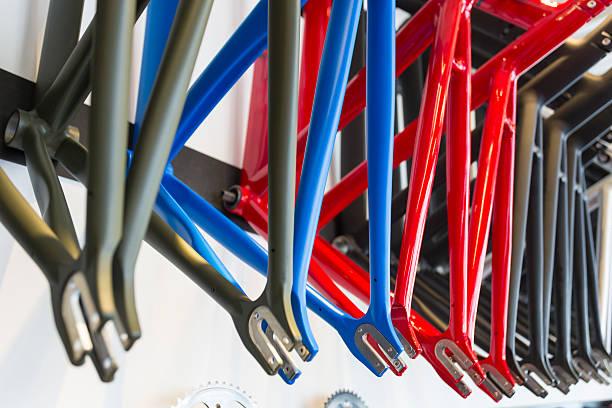 bastidores de bicicleta - bastidor de la bicicleta fotografías e imágenes de stock