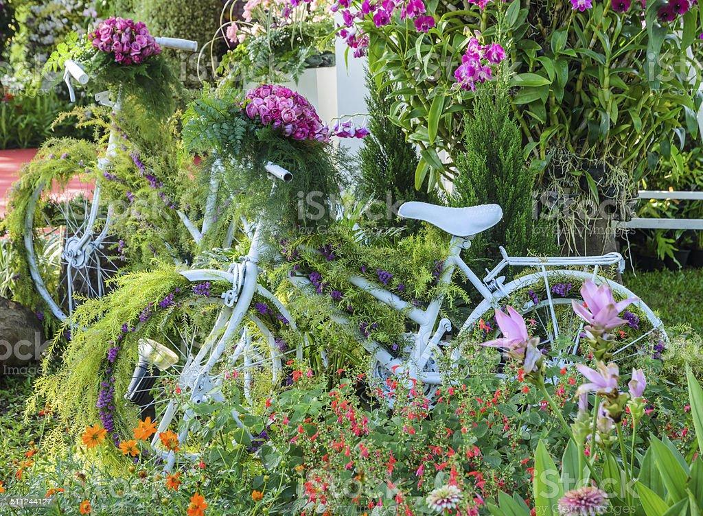 Photo libre de droit de Vélo Sur Le Jardin Décoration banque ...
