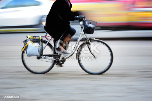 863454090 istock photo Bicycle in motion, profile 185305665