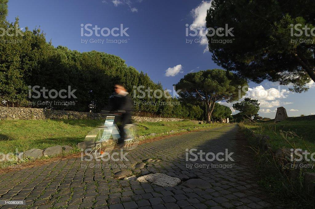 Bicicletta in Via Appia Antica - foto stock