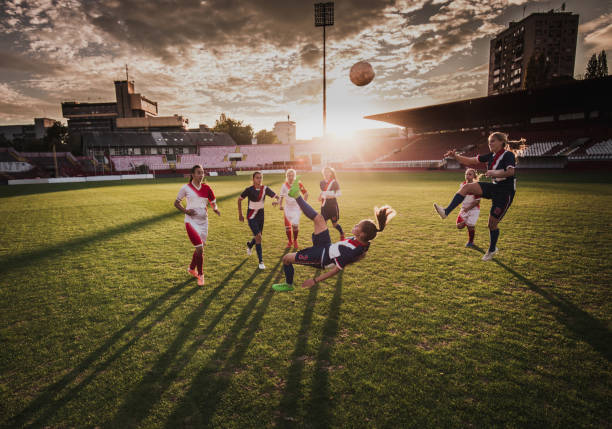 Bicycle kick sur un match de football au coucher du soleil ! - Photo