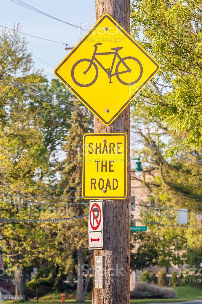 Bicycle lane sign on side walk for road safe warning. Lizenzfreies stock-foto
