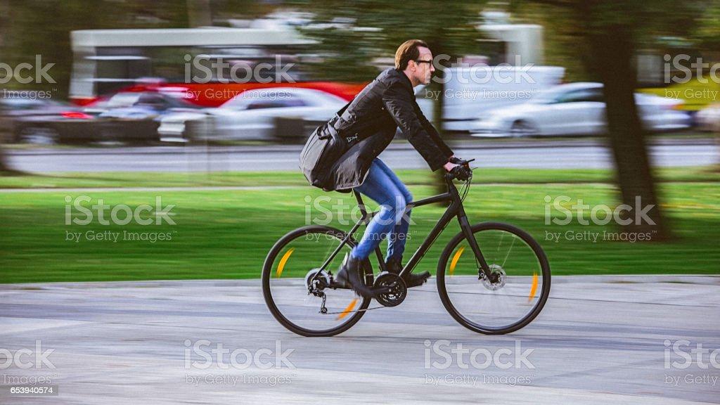 Mensageiro de bicicleta - foto de acervo