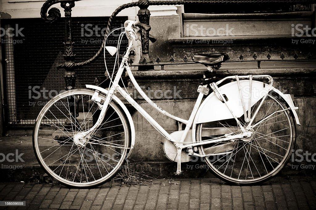 자전거 다음 늙음 계단 케이스 royalty-free 스톡 사진