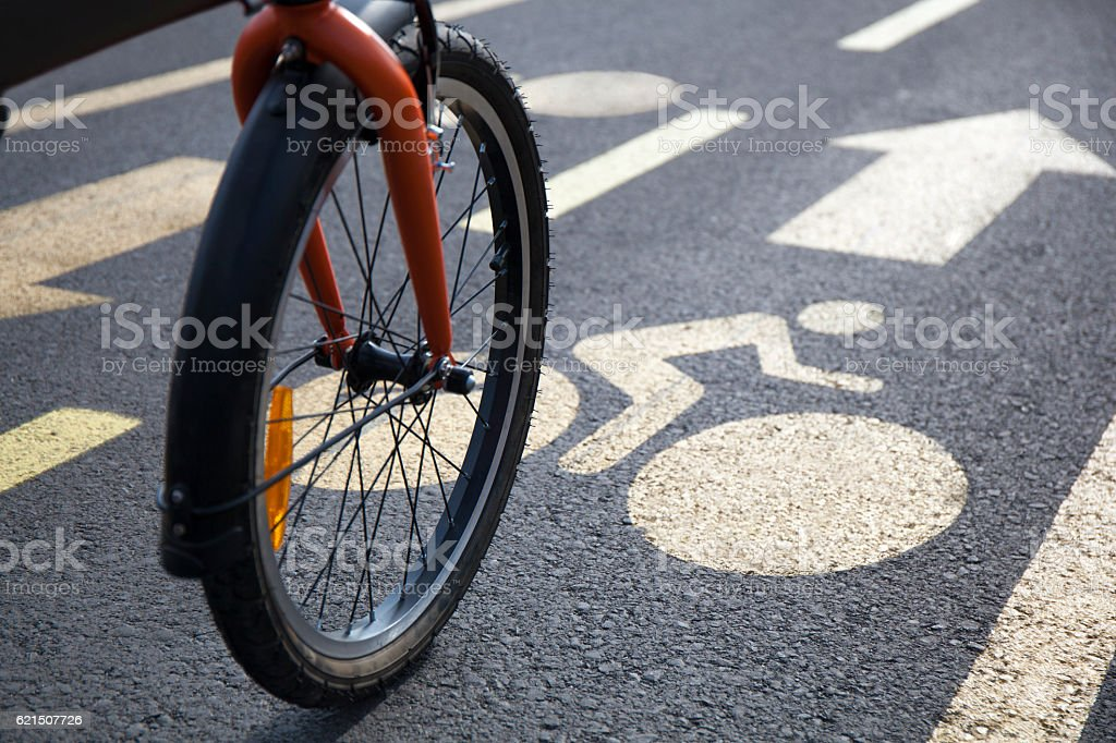 Bicycle on an Urban Bicycle Lane foto stock royalty-free