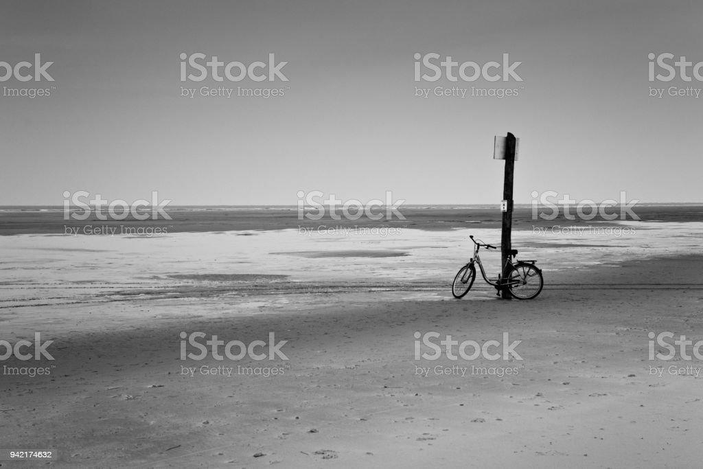 Fahrrad am Strand von Osten friesische Insel Borkum – Foto