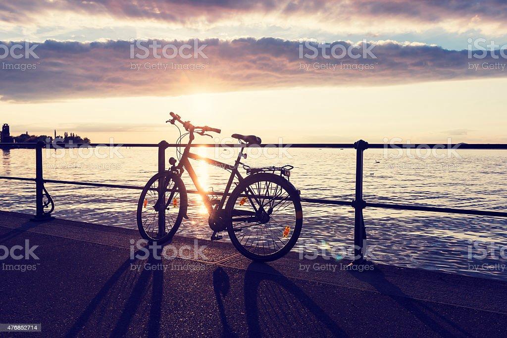 Fahrrad am Ufer des Lake Constance. – Foto