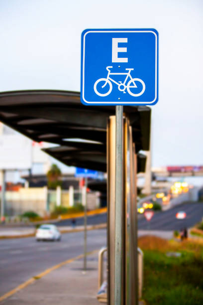 señal de aparcamiento de bicicletas - gerardo huitrón fotografías e imágenes de stock