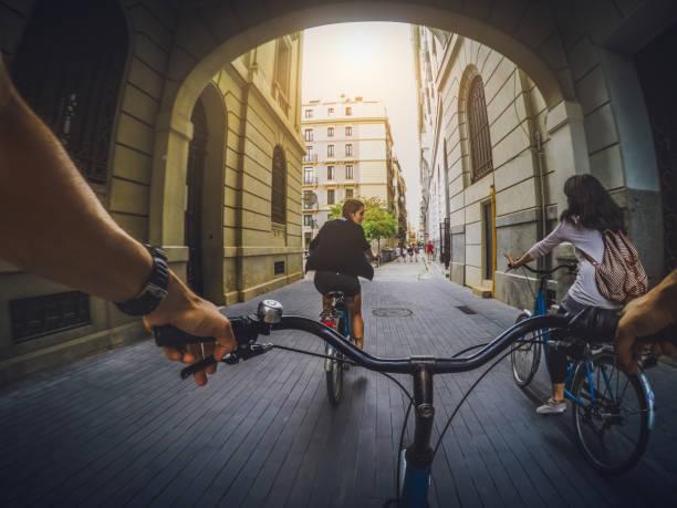 POV-Fahrrad fahren mit Freunden in Barcelona, Spanien – Foto