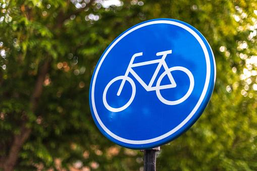 Fiets verkeersbord op fietspad
