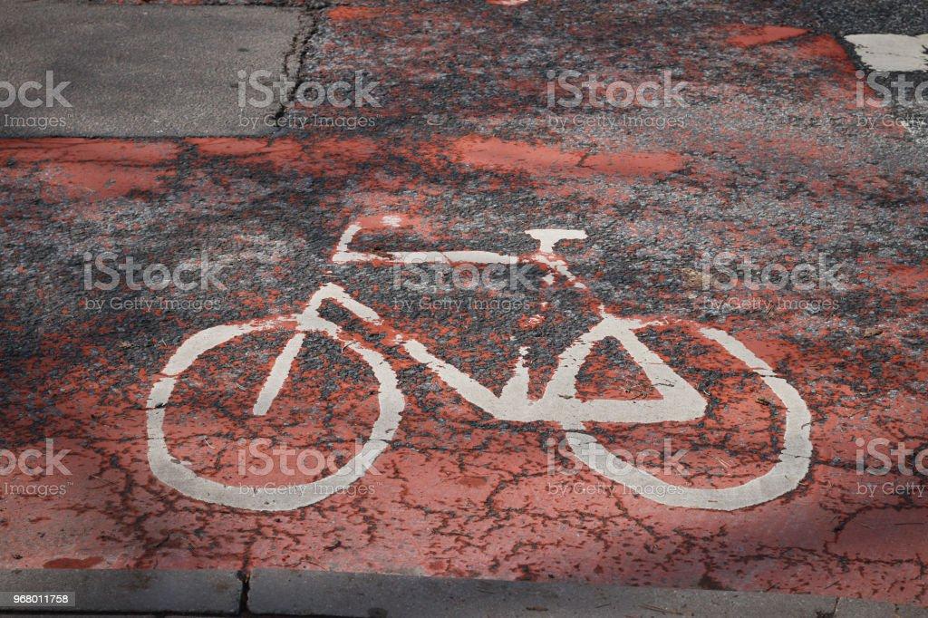 Sinal de bicicleta no asfalto. - foto de acervo