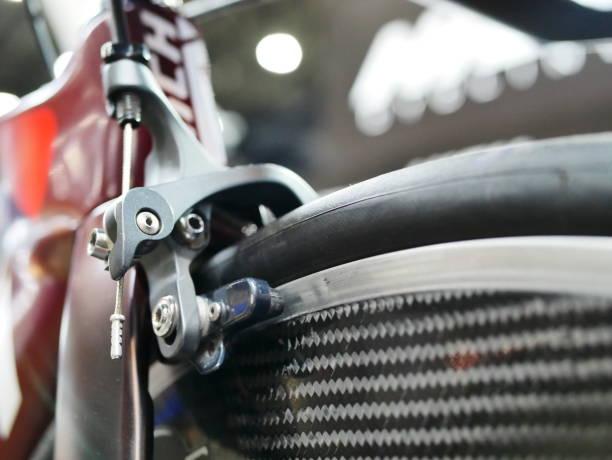 fahrrad v-brake - stahlrahmen rennrad stock-fotos und bilder