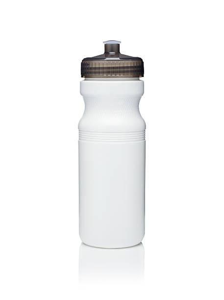 bicicleta garrafa de água no fundo branco - sports water bottle - fotografias e filmes do acervo