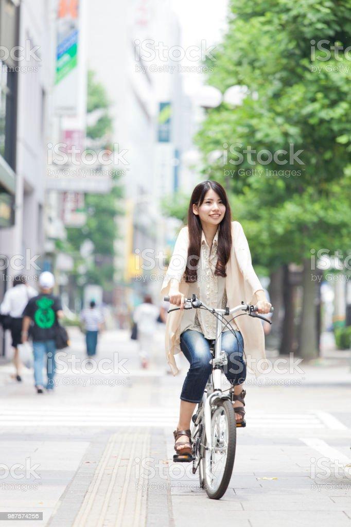 自転車と少女 ストックフォト