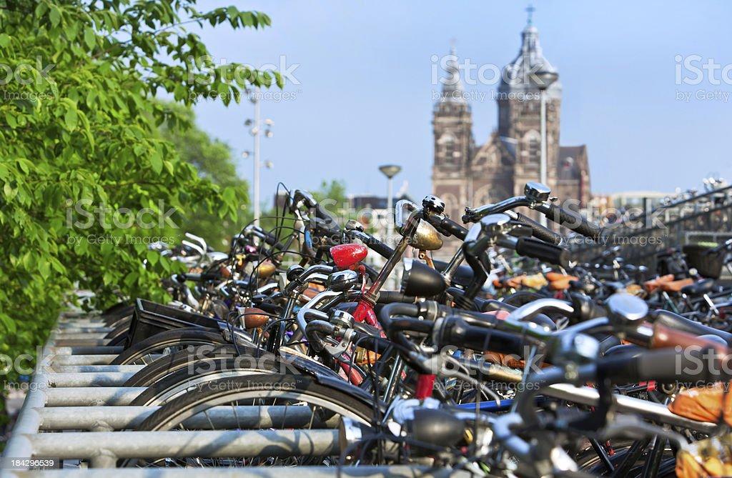 Bicicletas em Amsterdam - foto de acervo