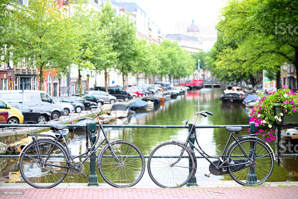 Bicycles tied to a bridge in Amsterdam Lizenzfreies stock-foto