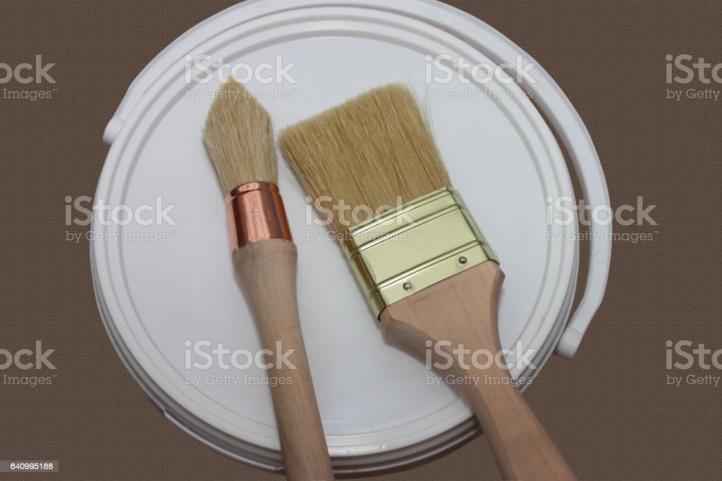 Bidon de peinture - Pinceaux foto
