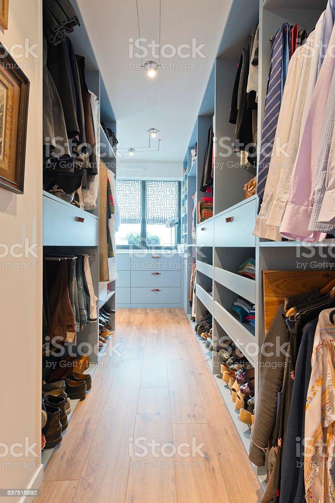 Gross Wunderschonen Begehbarer Kleiderschrank Luxus Modernes Zuhause