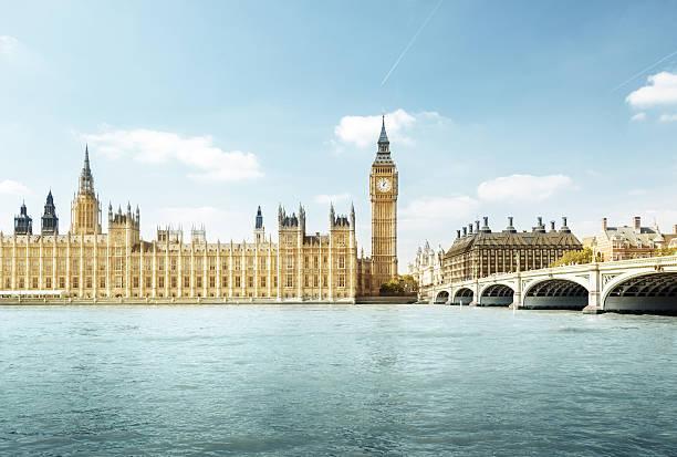 биг бен и здание парламента, лондон, великобритания - вестминстер лондон стоковые фото и изображения