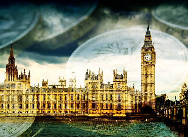 groß ben und häuser des parlaments mit geld - britische politik stock-fotos und bilder