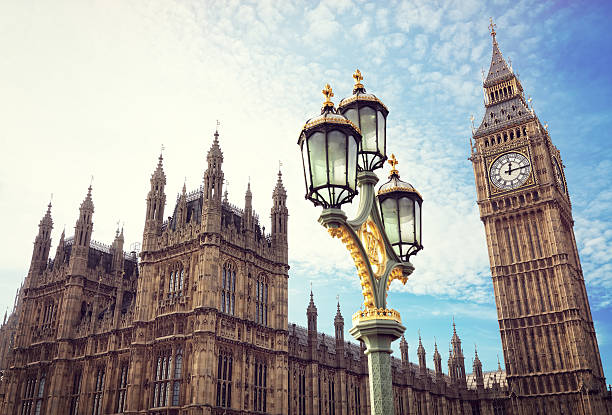 big ben und den houses of parliament in london - pauschalreise london stock-fotos und bilder