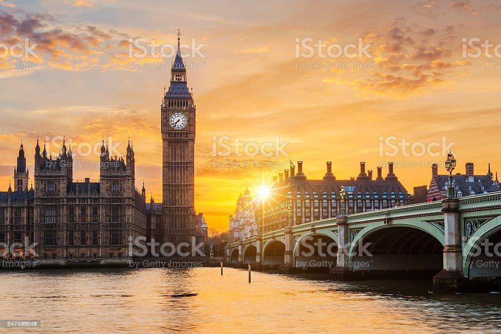 Big Ben und Westminster Brücke bei Sonnenuntergang – Foto