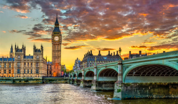 Big Ben and Westminster Bridge in London bei Sonnenuntergang - Großbritannien – Foto