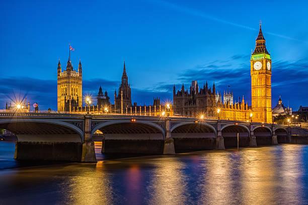 биг-бен и вестминстерский мост в лондоне - вестминстер лондон стоковые фото и изображения