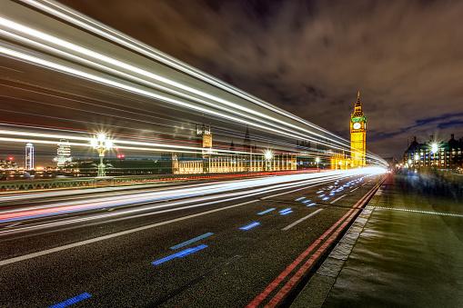 Big Ben På Westminster Bridge På Natten Med Ljus Trail London Uk-foton och fler bilder på Arkitektur