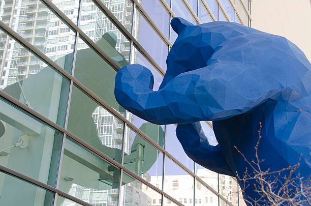 big blue bear at colorado convention center in denver - blaubär stock-fotos und bilder
