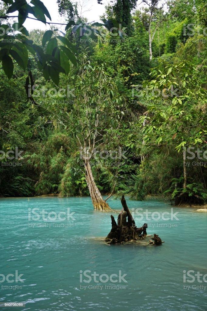 Große Blaue Lagunen Pool Am Wasserfall In Laos Im Dschungel Lizenzfreies  Stock Foto