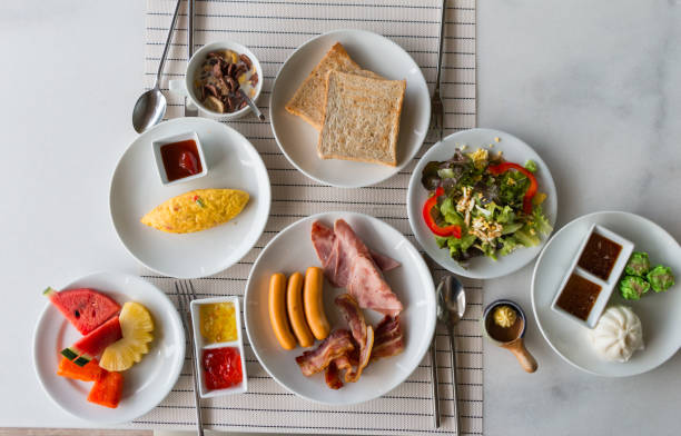 großes frühstück und einige früchte - ananas marmelade stock-fotos und bilder